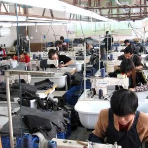 Sản xuất quần áo xuất khẩu